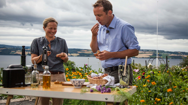 Marianne Olssøn and Andreas eating in the garden at Hovelsrud Farm,